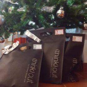 Árvore de Natal com produtos (think) out